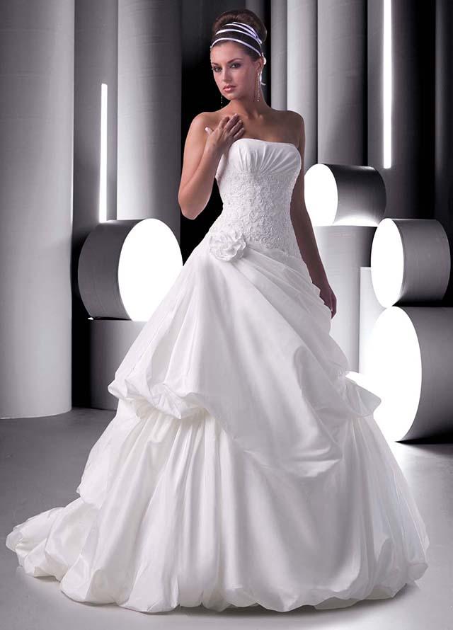 Menyasszonyi ruha csodák esküvőre ( Esküvői zenekar blog ) 919d887786